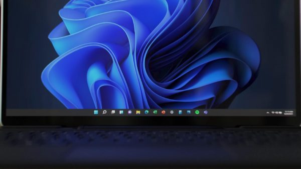Windows 11's taskbar drag and drop support is probably coming back